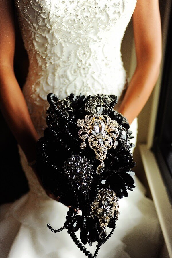 Hometown NBA Star marries in Louisville in a lavish wedding. A unique and opulent bouquet of black flowers, black flowers and gold broaches.