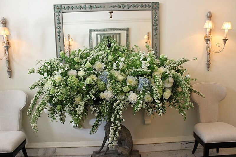A floral arrangement featuring the soft palette of this event greeted guests in the foyer of the Memphis Hunt and Polo Club.