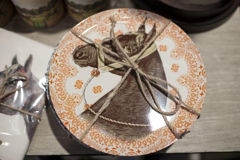 Equestrian Chic:Horse plates all wrapped up in a pretty little bow at Digs