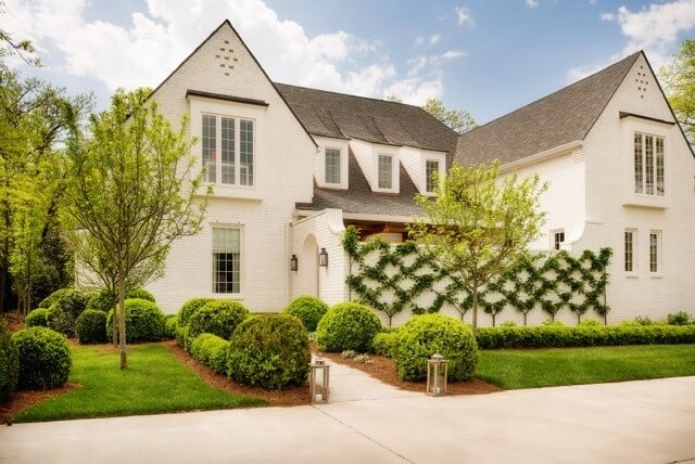 Take a look at this gorgeous home designed by Allard Ward Architects.
