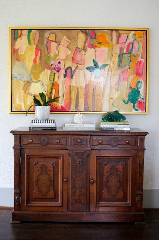 A large painting by Memphis artist Paul Edelstein provides inspiration for the design and stands out beautifully against the wall's neutral backdrop.