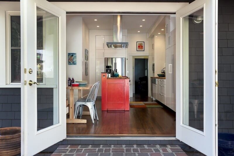 "A Colorful, Eat-In Kitchen Puts the ""Fun"" in Functional"