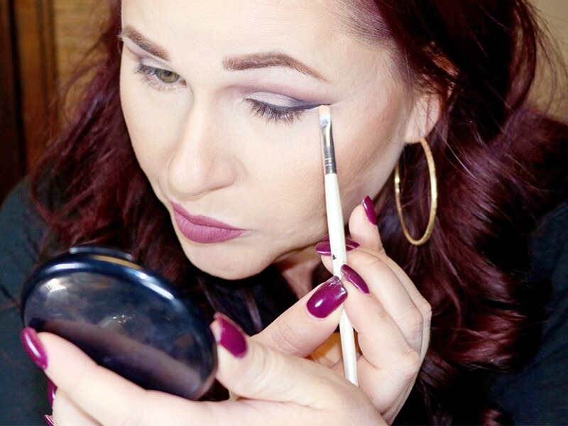 Creating the perfect cat eye ... yes, you can!