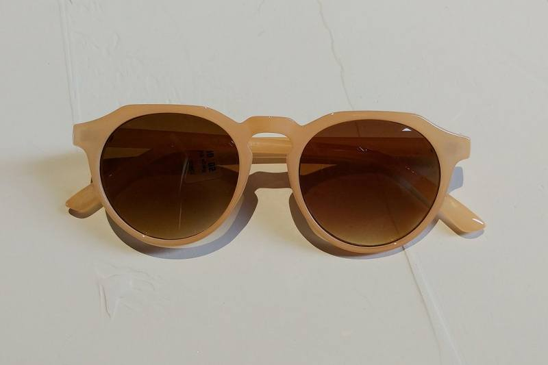 Beige sunglasses for Nashville May FINDS