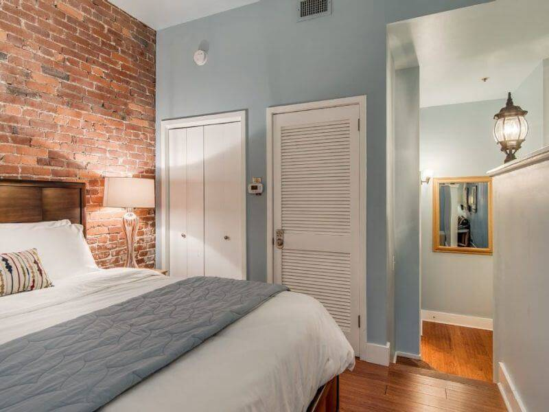 These are comfortable accommodations in the heart of downtown Nashville.