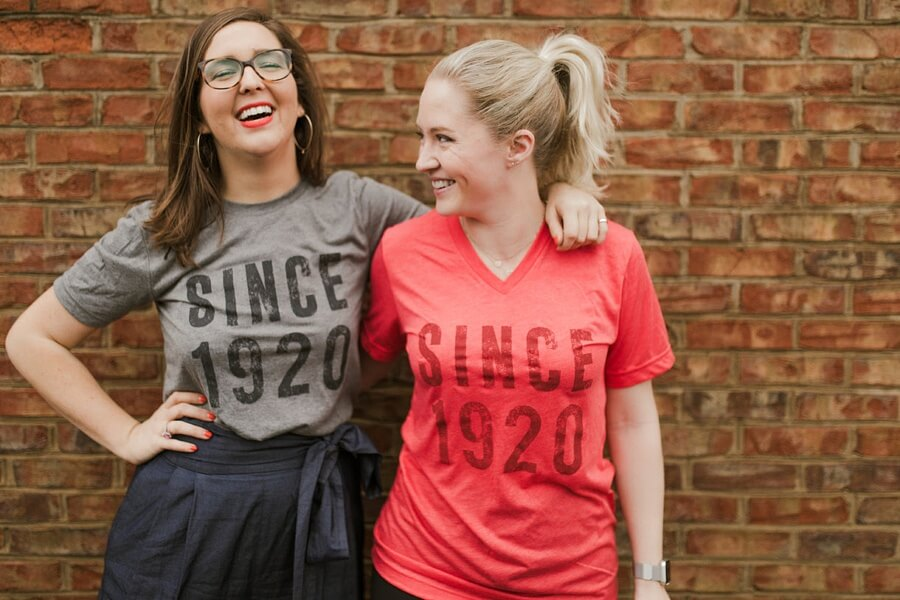 1920 t-shirts in grey and red