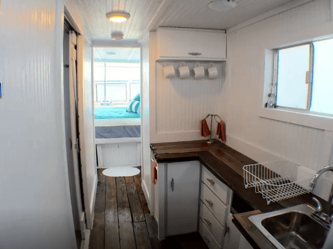 Whip up a bite to eat in the kitchen, and then head upstairs to the sun deck to watch the beautiful sunset. Image: airbnb