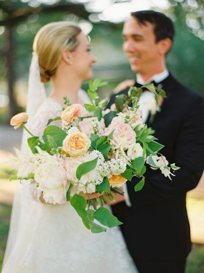 Know the weekend's agenda, where you going, when you are supposed to be there and what is needed of you, and if you don't know, ask! Image: Kristin Sweeting Photography | Flowers: Holly Carlisle of Rosegolden Flowers