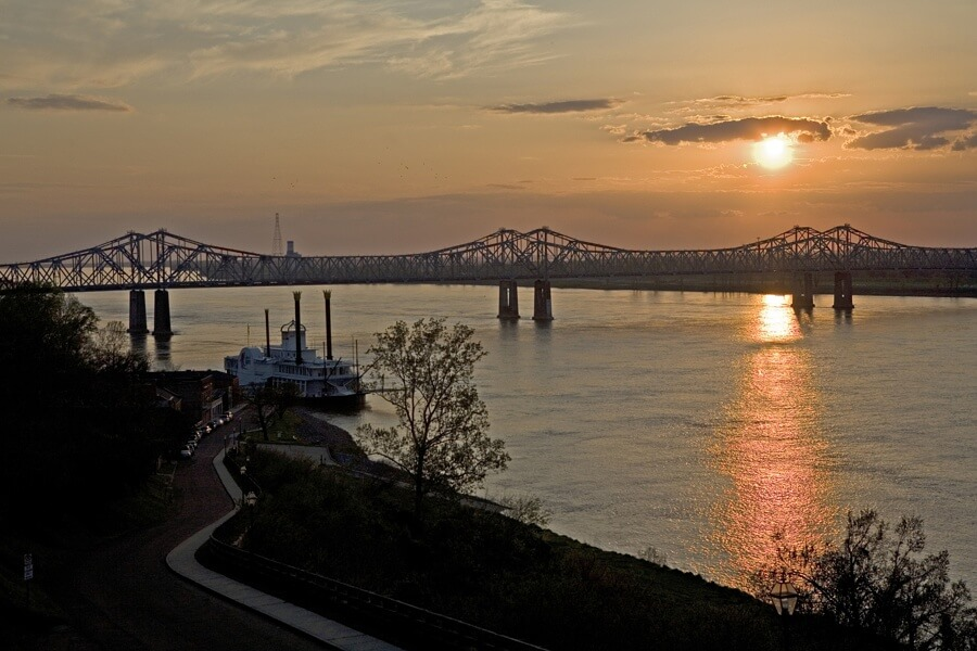 sb-mississippi-aThe Mississippi River at sunset | Image: Scenic Trace river