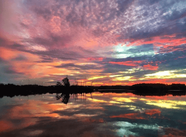 This Gadsden sunset looks like a water color painting. It is so striking and full of color! Image: @khlowehamilton via @spannpix