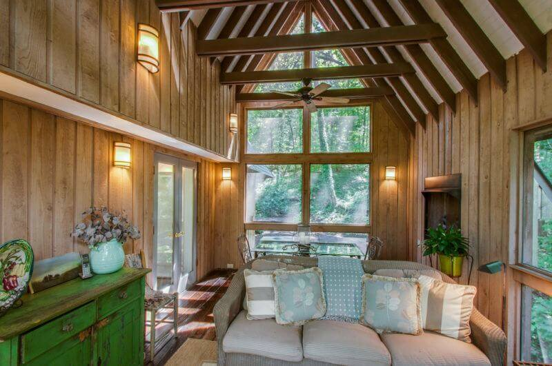 A Rustic Treehouse Hideaway — This is a Fabulous Home!