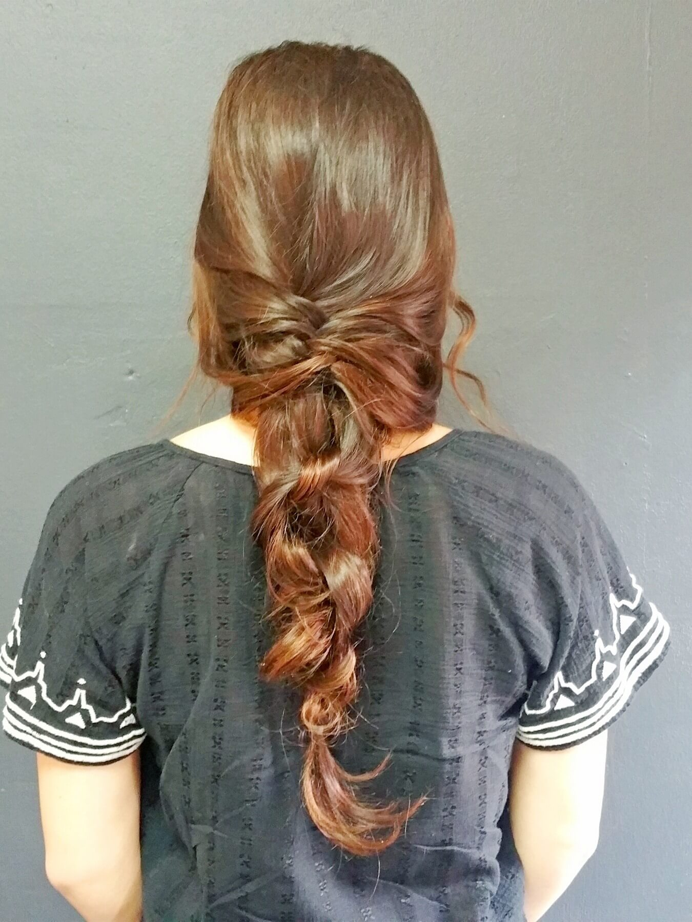 This loose, lovely ropey tail includes a fishtail braid and plain ole knots for an elegant, classical look.