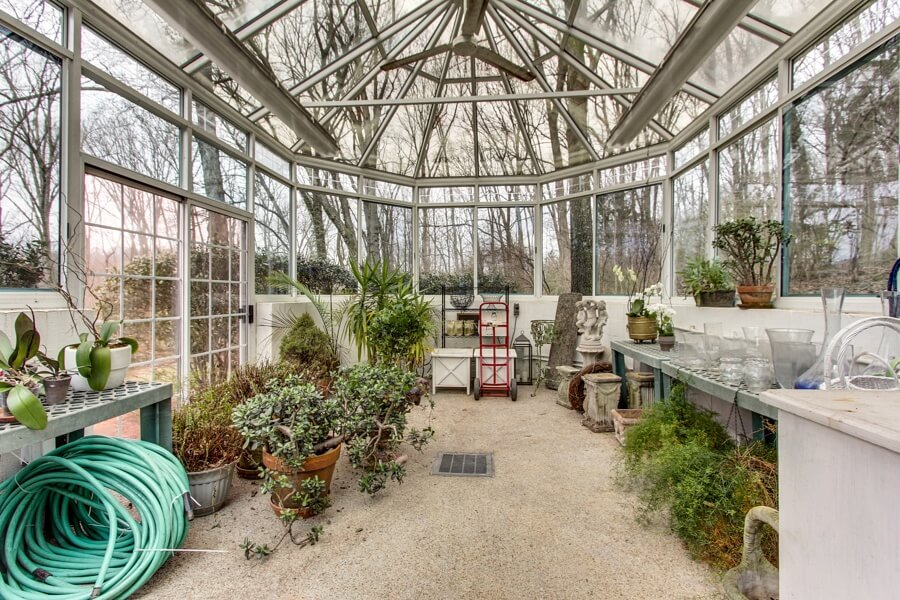 We would love to flex our green thumbs in this greenhouse.