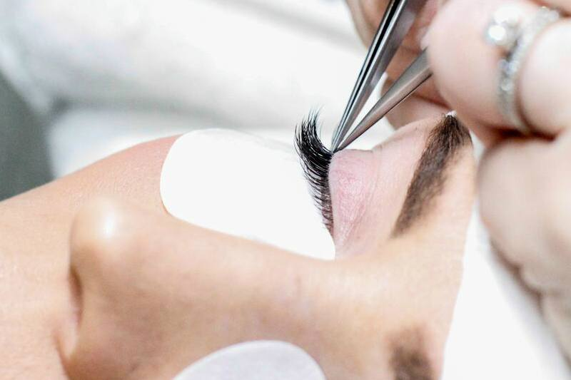 Lash Extensions: A First-Timer's Guide of What to Expect