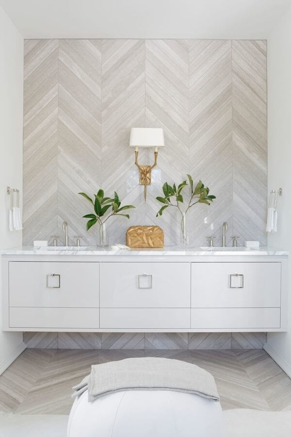This Rosemary Beach bathroom has a Grecian vibe … mostly white and calm to complement its surroundings. Image: Mali Azima