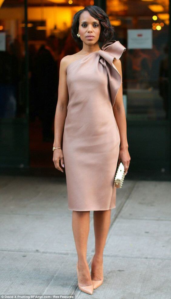 Kerry Washington is stunning in this tea length sheath. Image: Daily Mail