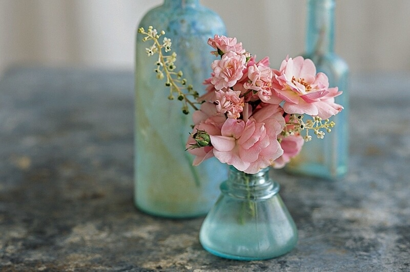 Simple & Beautiful Flower Arrangements to Welcome Company