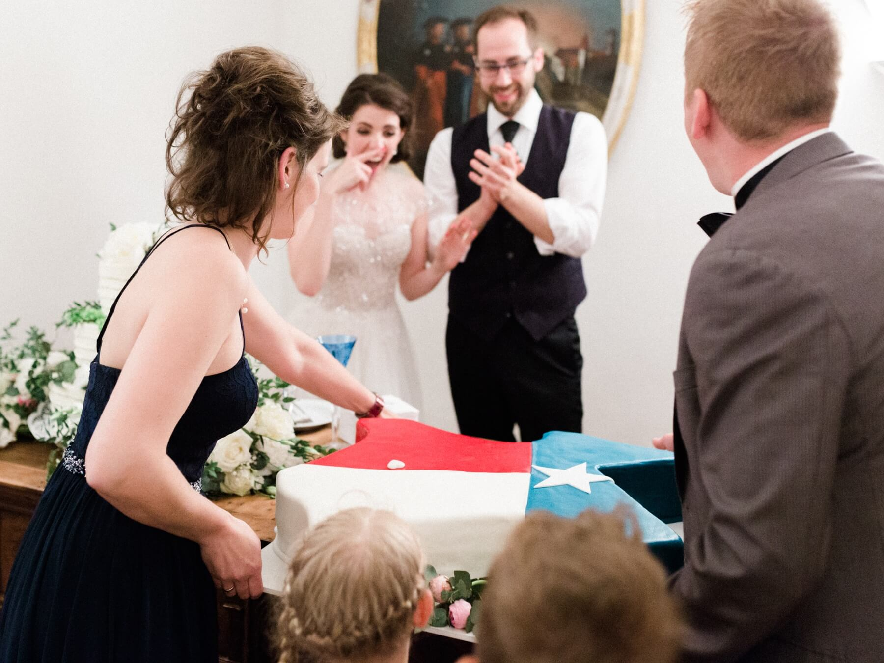 The groom's Texas-sized wedding cake was a hit with the American guests.