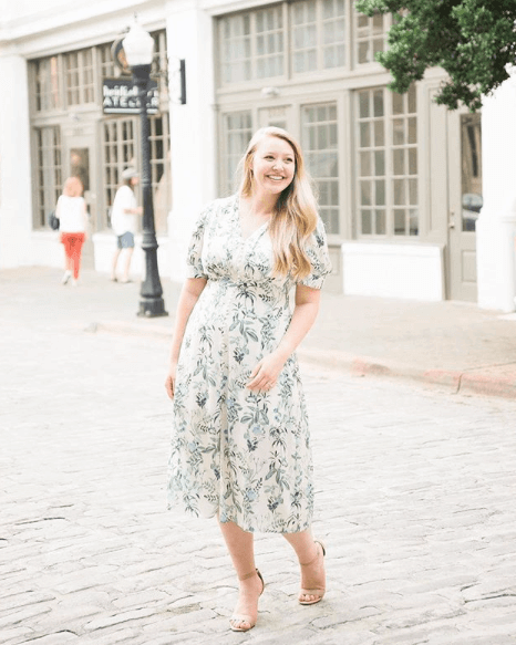 You'll find many fashion and style bloggers posing along the charming Morris Avenue.