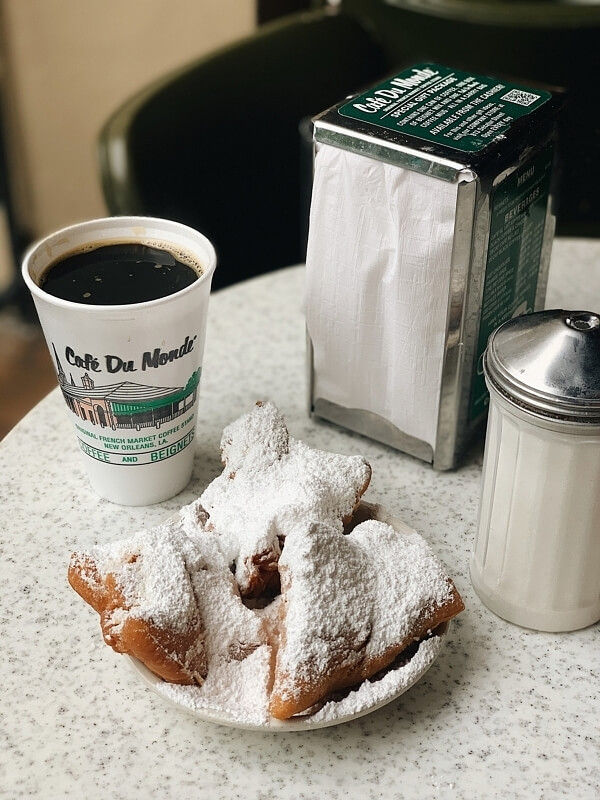 First-timer's Guide to New Orleans — eat at Cafe Du Monde