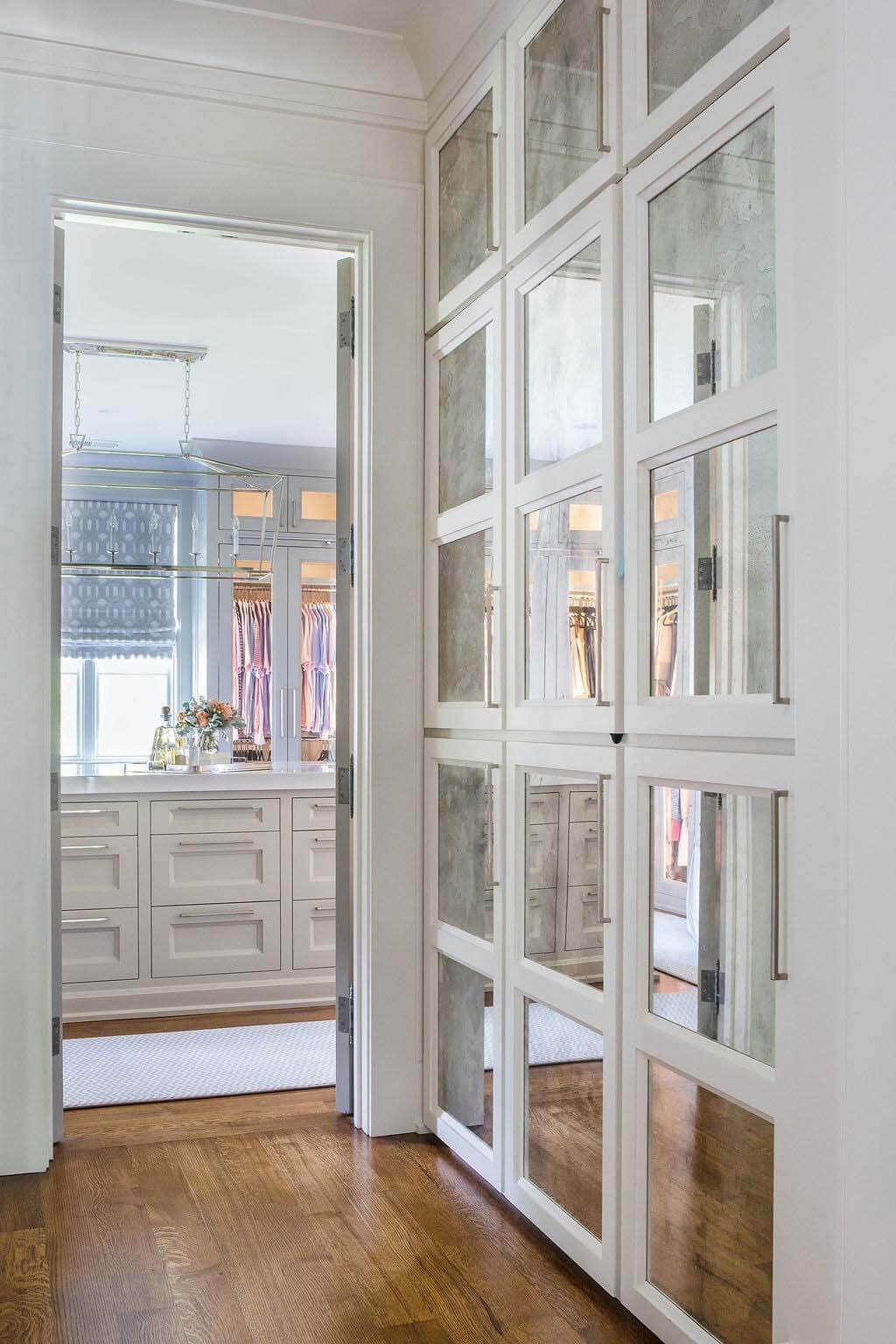 Entry way with mirrored luggage storage