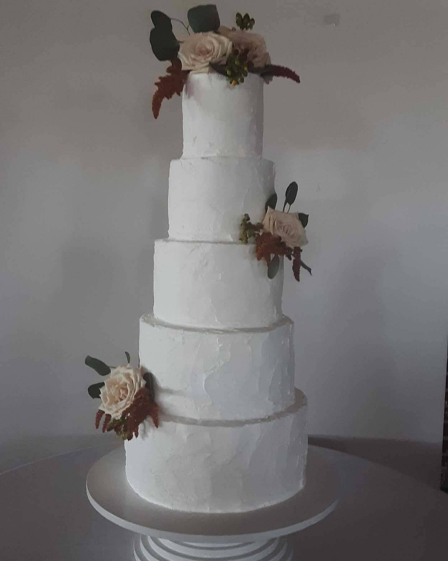 Buttercream cake, a wedding trend in 2020, from Cakes by Mom and Me