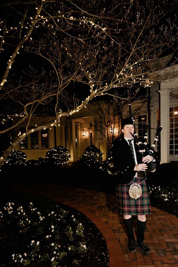 Bagpiper at the Belle Meade Country Club entrance | Photographer: Kristyn Hogan