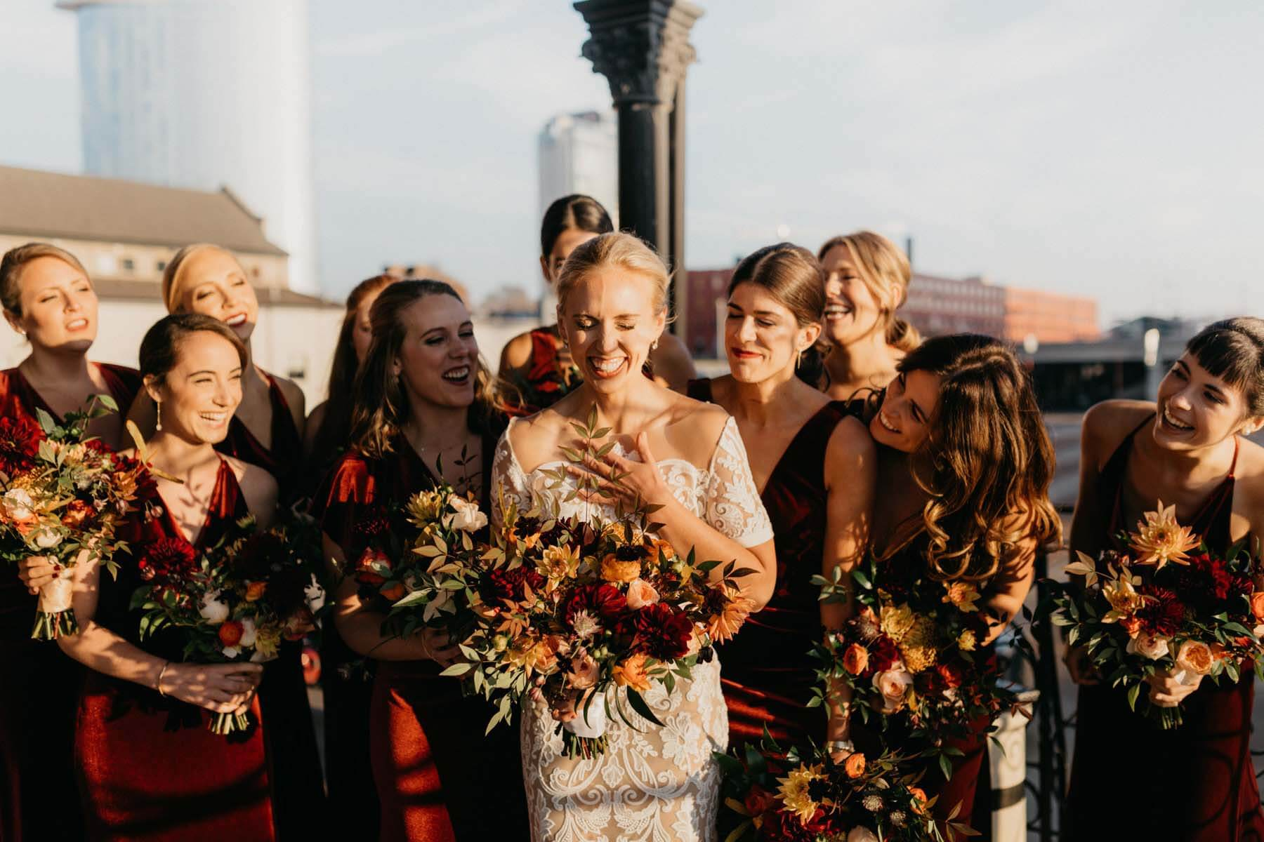 English Taylor with her bridesmaids and autumn wedding bouquets