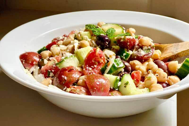 Recipe: 5-Minute Greek Salad with Chickpeas